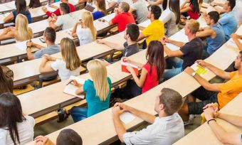Senator Chris Back proposes to let students pay of study debt with super
