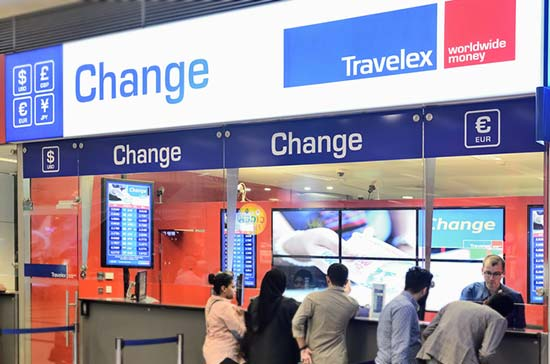 Exchanging-money-using-Travelex