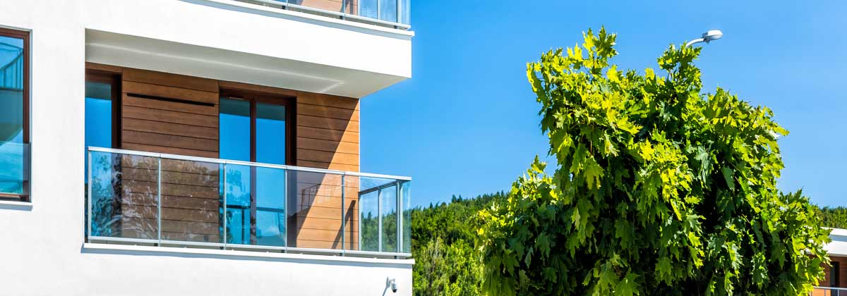 living in an apartment or living in a house essay Living in an apartment means not having to worry about property taxes or a mortgage furthermore, landlords generally handle most of the maintenance, which relieves tenants from one of the.