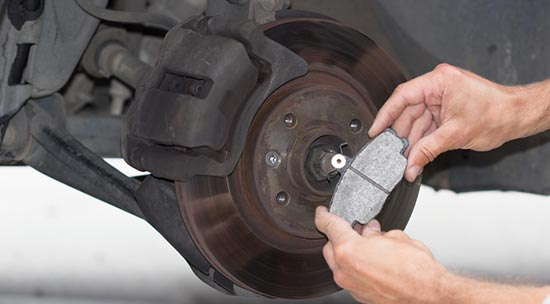 Roadtrip-checklist-Check-your-car-brakes